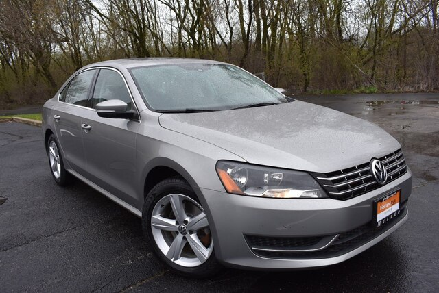 Certified Pre-Owned 2013 Volkswagen Passat 2.0L TDI SE w/ Sunroof